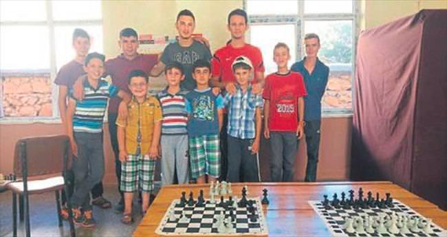 Gençlerin satranç merakı büyüyor
