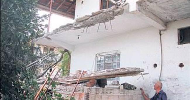 Balkon çöktü: 2 kişi yaralandı