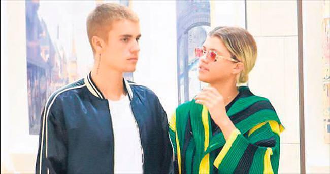 Bieber konserine 'kızamık' bulaştı