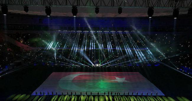Timsah Arena'da tarihi gece