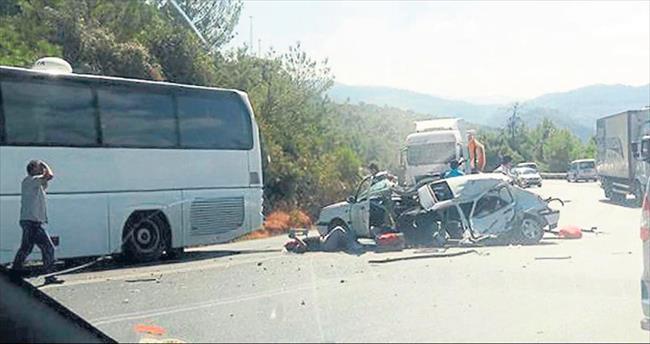 Anne ve oğlu kaza kurbanı