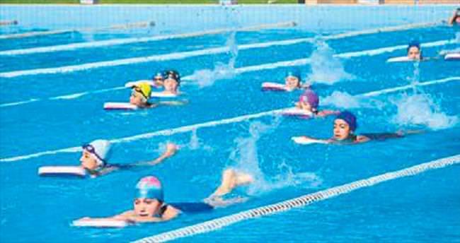 Yüzme kursları devam ediyor