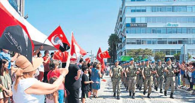 Zafer Bayramı İzmir'de coşkuyla kutlandı