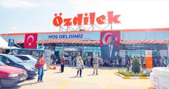 Özdilek AVM'nin 12'nci şubesi Turgutlu'da açıldı