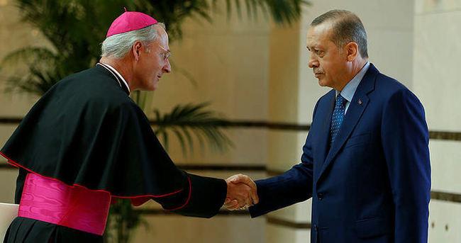 Vatikan'ın Ankara Büyükelçisi Russell, Cumhurbaşkanlığı Külliyesinde!