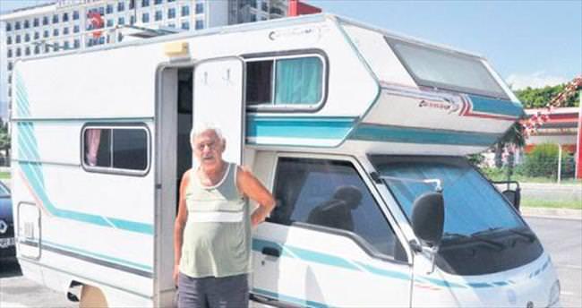 Tatilini 37 yıldır karavanda yapıyor