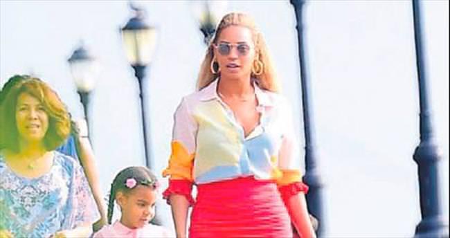 Anne Beyonce iş başında!