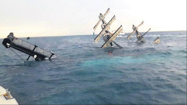 Tur teknesi battı 86 kişi kurtarıldı