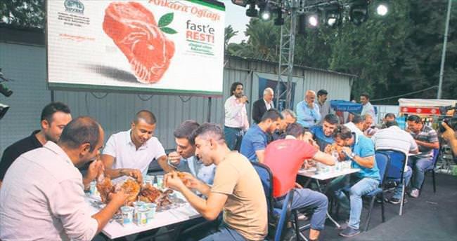 Bir 'Ankara Oğlağı'nı 10 dakikada yediler