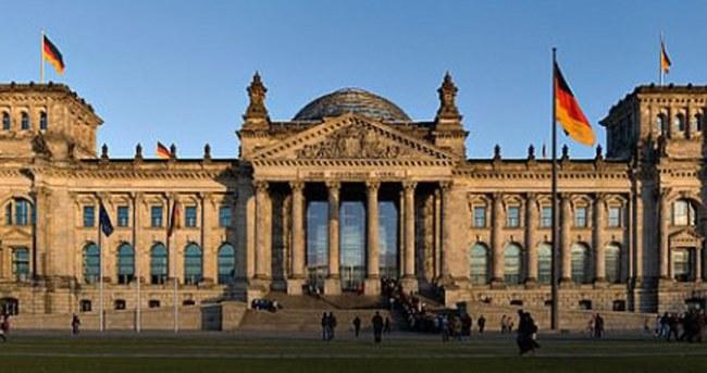 Almanya'da saldırı tehdidi nedeniyle 9 okul boşaltıldı