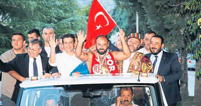 Elmalı'da güreşlerin lideri Orhan Okulu
