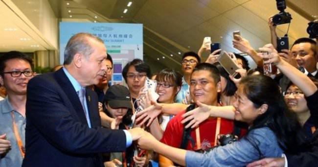 Çinliler Erdoğan için birbirini ezdi!