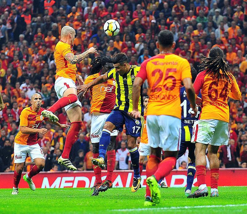 Yazarlar Galatasaray-Fenerbahçe derbisini yorumladı