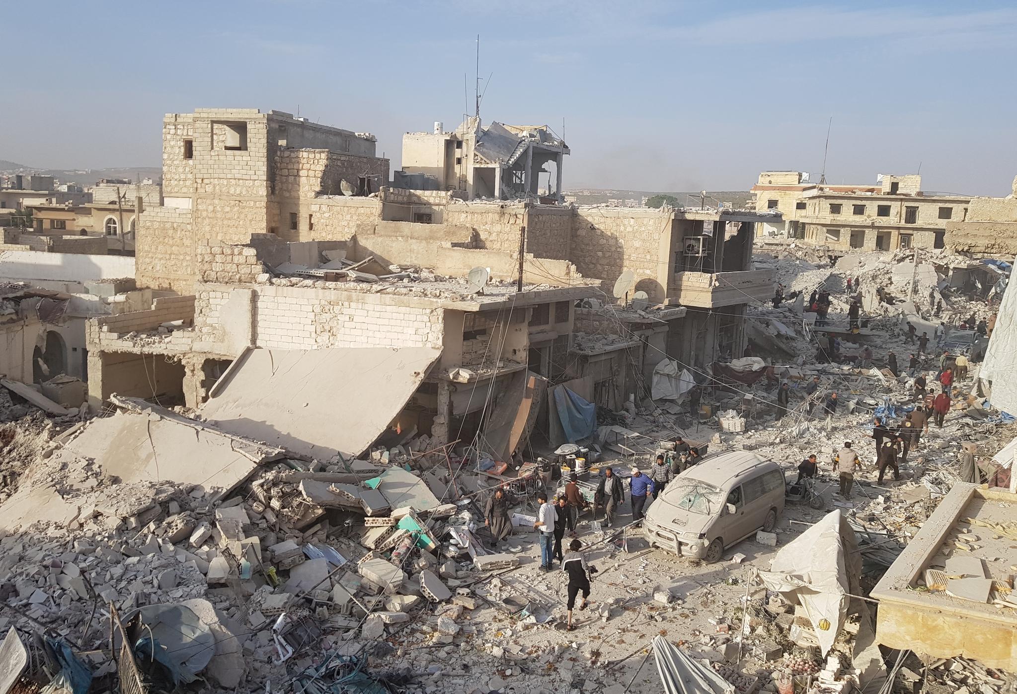 Halep'te pazar yerine hava saldırısı