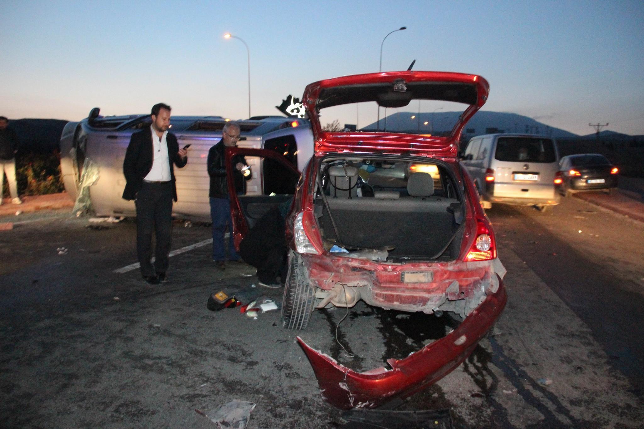 AK Partilileri taşıyan minibüsle otomobil çarpıştı 7 yaralı