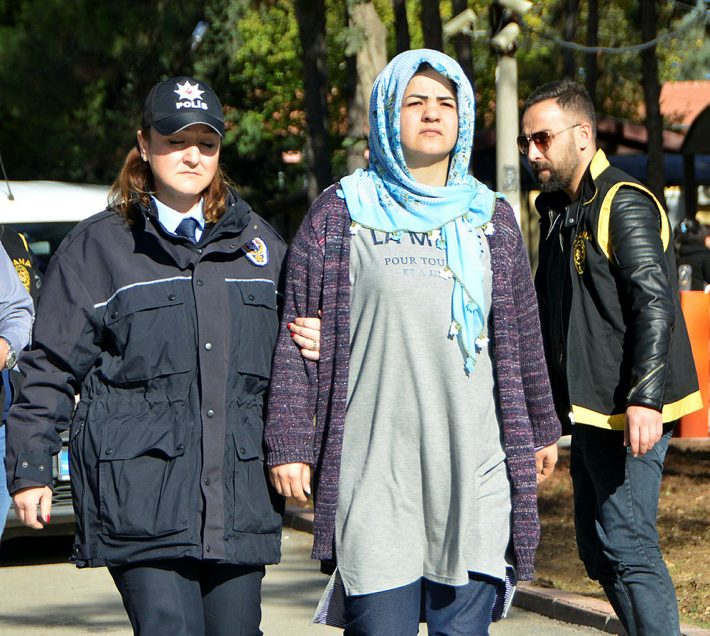 Cinayete azmettirmekten ev hapsi verilen kadın cezayı ihlal etti