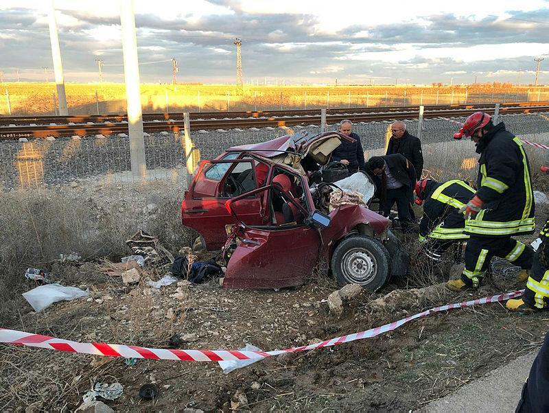 Konya'da kamyonla otomobil çarpıştı: 4 ölü
