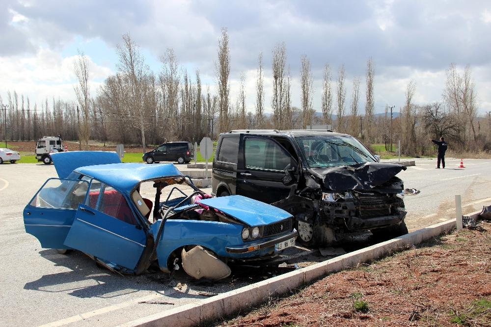 Kütahya'da feci kaza 2 ölü 2 yaralı