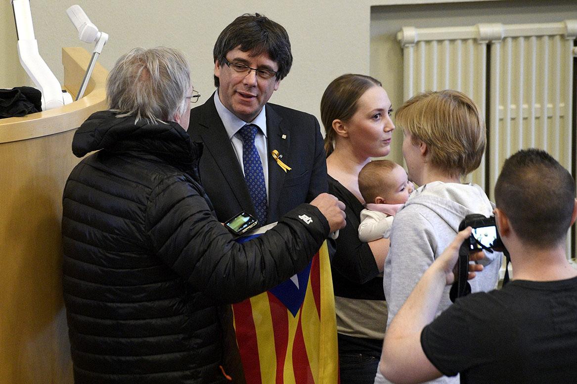 İspanya, firari Katalanlar siyasetçiler hakkında uluslararası yakalama kararı çıkardı