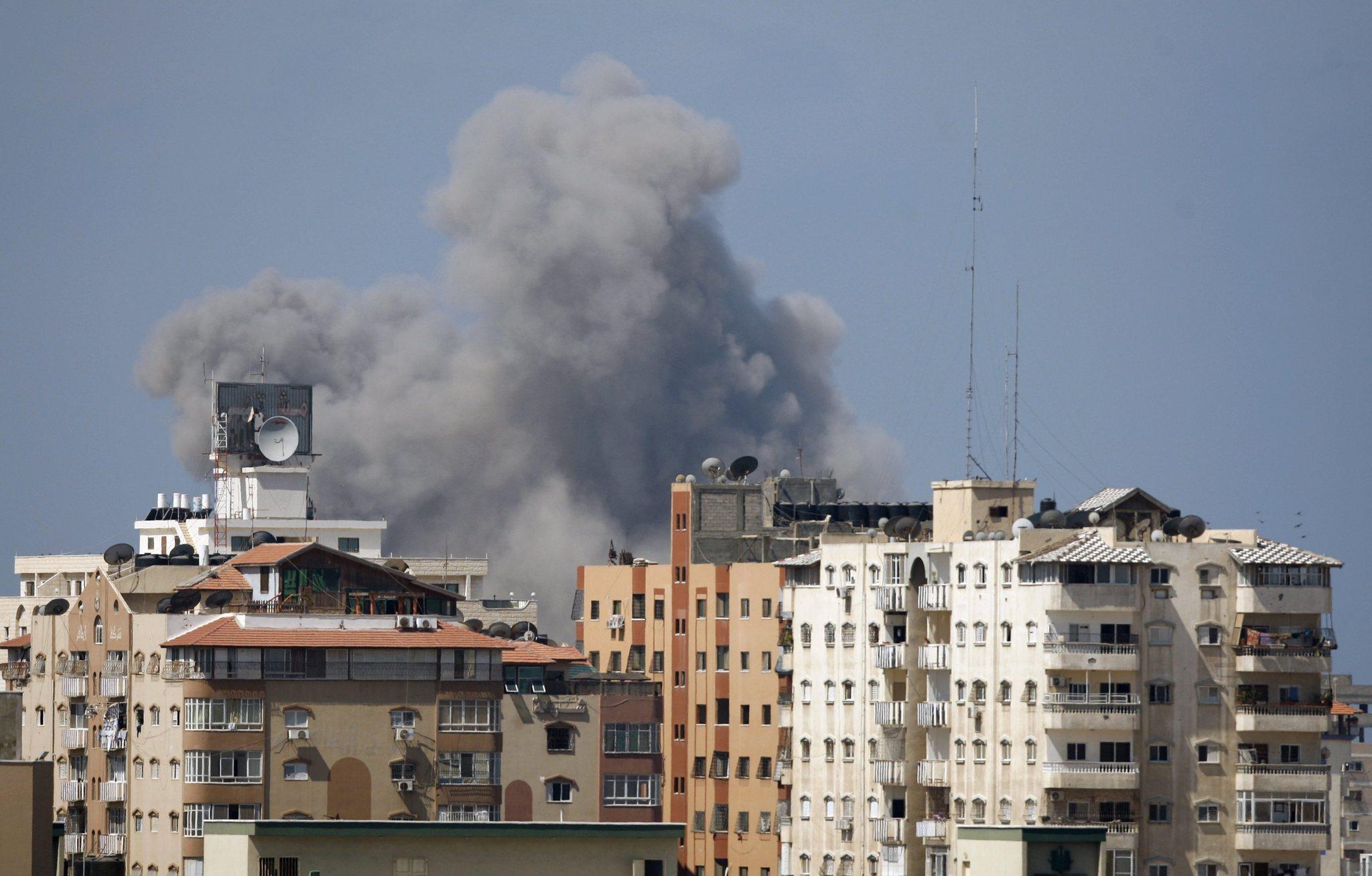İşgalci İsrail Gazze'yi yine vurdu