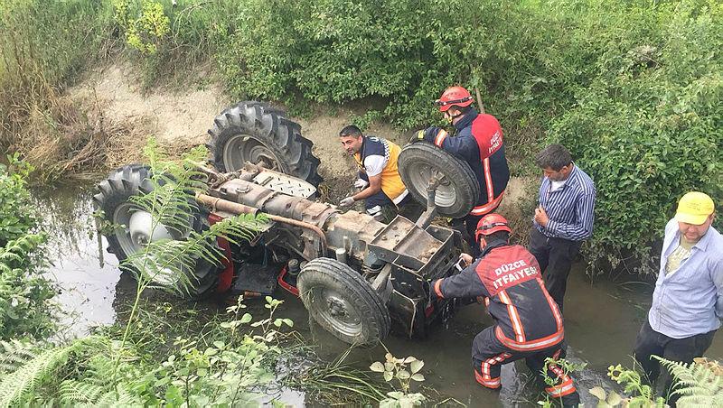Son dakika Düzce'de sulama kanalına düşen traktörün sürücüsü öldü