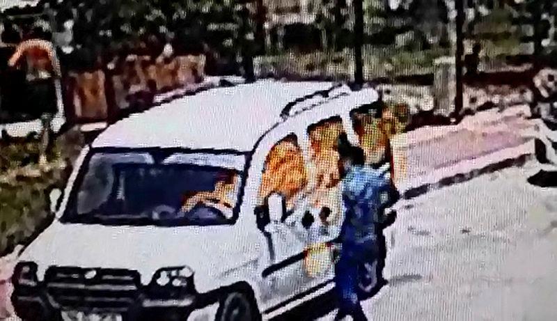 Antalya'da korkunç olay! Alacağı olduğunu iddia ettiği kişinin aracına yaklaştı ve...