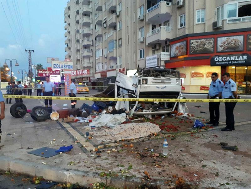 İki kazada 5 kişi hayatını kaybetti