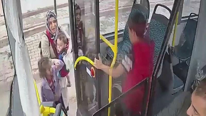 Otobüs şoförü minik çocuğun gözyaşlarına dayanamadı