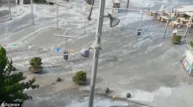 Tatil cennetinde tsunami şoku!