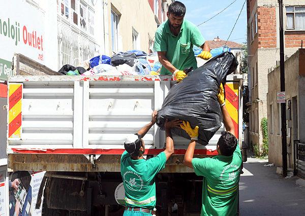 Çöp evden 10 kamyon çöp çıktı