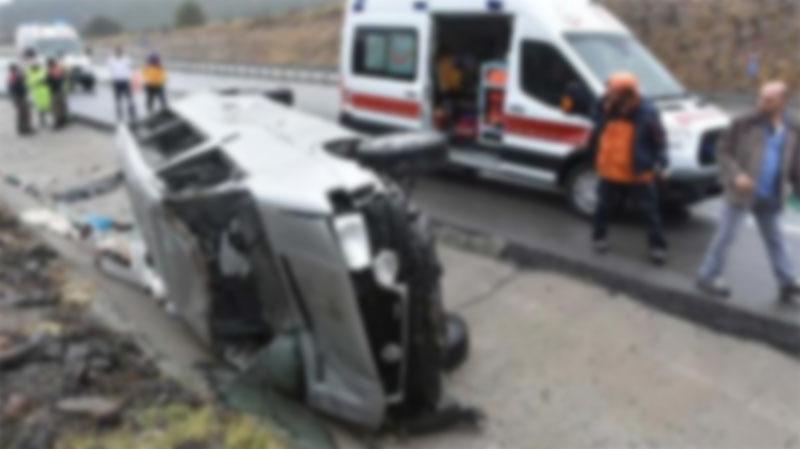 Safari minibüsü devrildi: 1 ölü, 8 yaralı