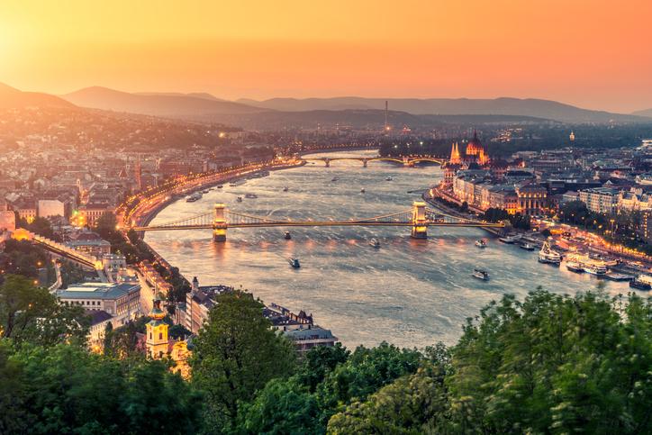 Işıl ışıl sokaklarıyla Budapeşte!