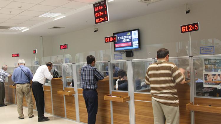 Pazartesi Arefe günü bankalar açık mı? - 20 Ağustos Arefe Günü PTT ve bankalar saat kaça kadar açık?