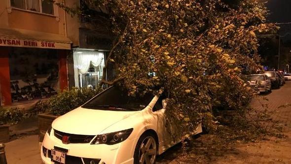 İstanbul'da şiddetli rüzgar etkisini sürdürüyor