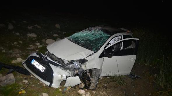 Otomobil, şarampole yuvarlandı: 2 yaralı