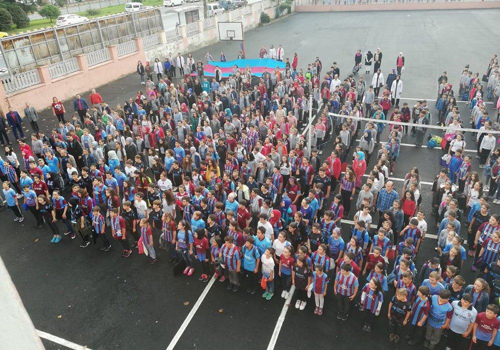 Öğrencilerden Trabzonspor'a formalı destek