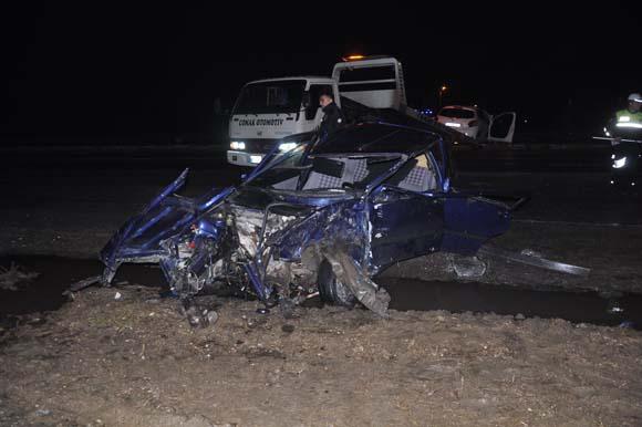 Sakarya'da çarpışan iki otomobilden birinin motoru koptu: 4 yaralı