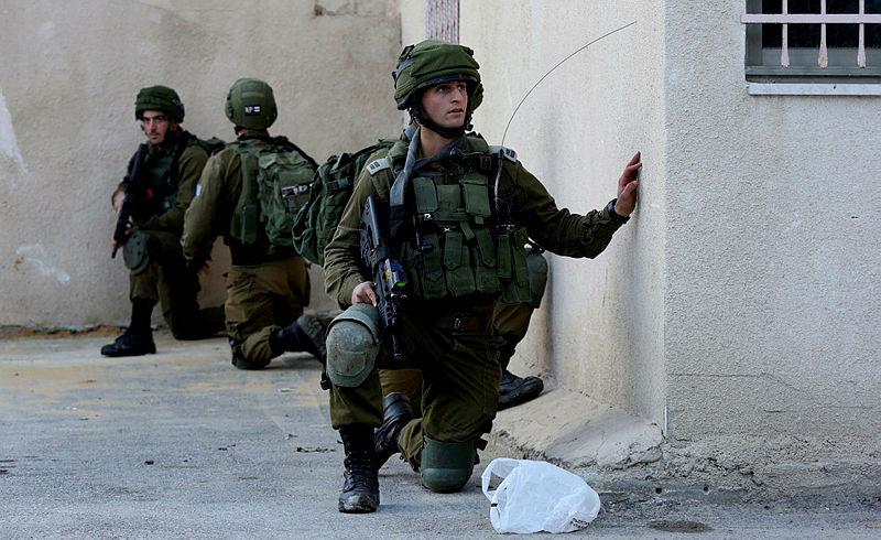 İsrail askerleri 150 Filistinliyi statta alıkoydu