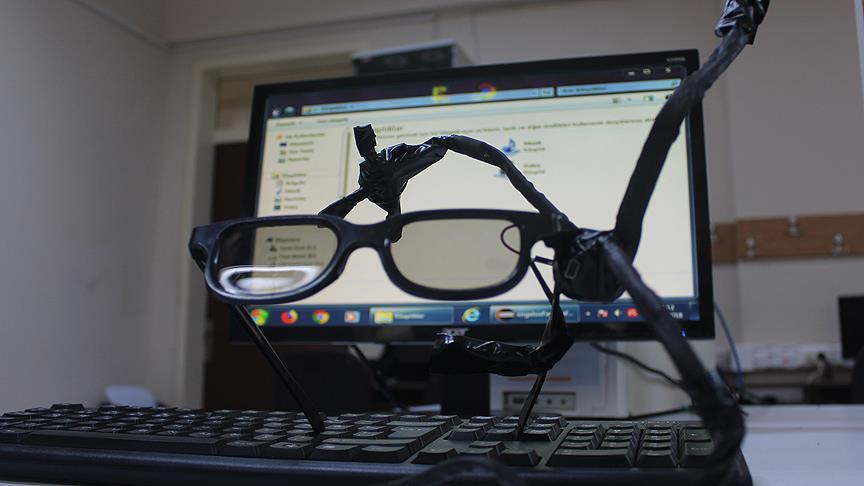 Lise öğrencileri, gözlüğe monte edilen 'mouse' geliştirdi