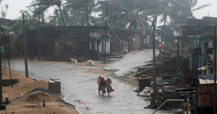 Hindistan'da Phethai kasırgası can kaybına yol açtı
