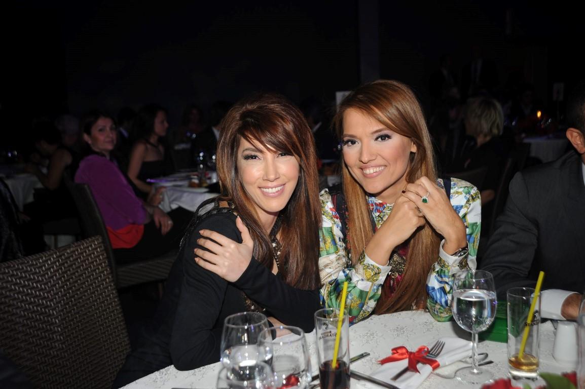 Küs olan Demet Akalın ve Hande Yener barıştı!
