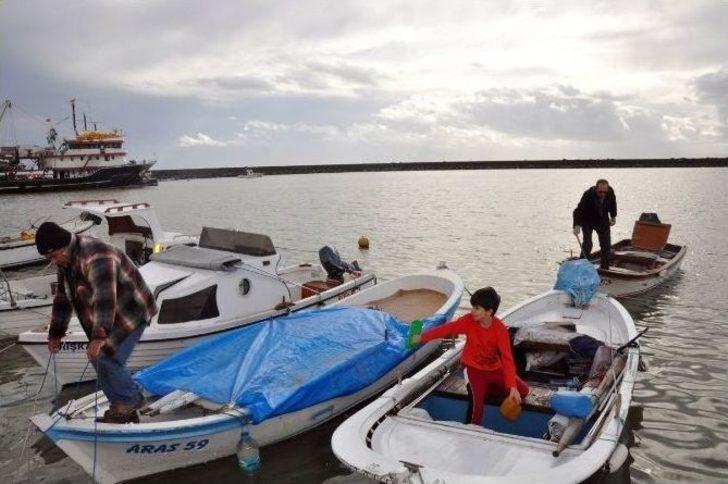 Tekirdağ'da batan kayıktaki iki balıkçı kurtarıldı