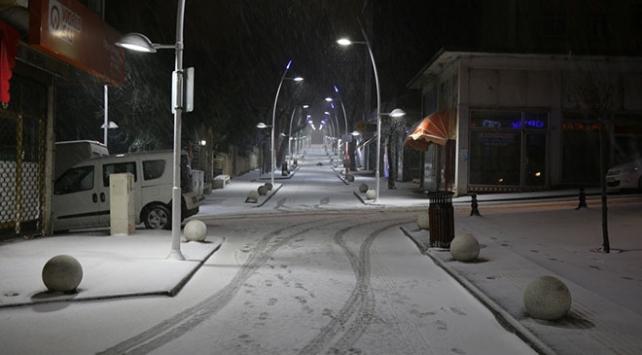 Tekirdağ'da kar yağışı hayatı olumsuz etkiliyor