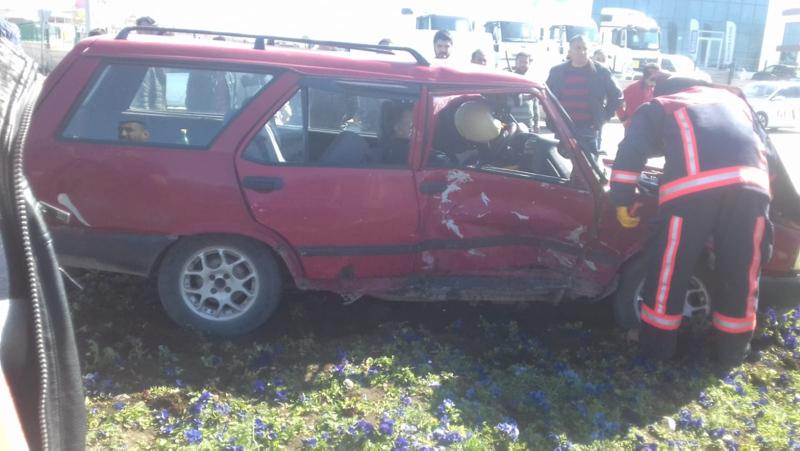 Malatya'da otomobiller çarpıştı: 3 yaralı