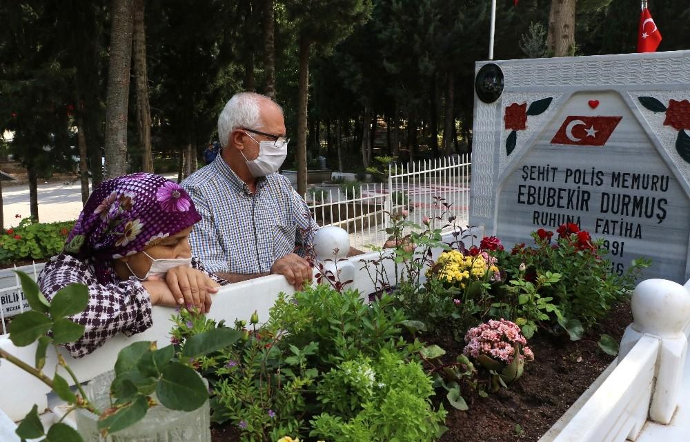 Şehit aileleri evlatlarının mezarına götürüldü - Adana Haberleri