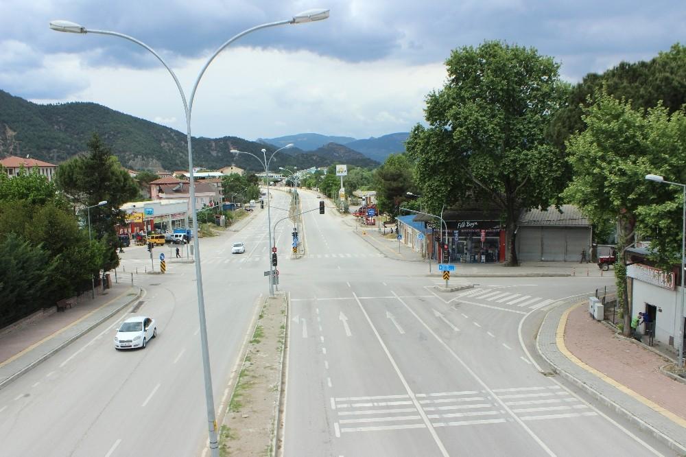 4 günlük kısıtlamanın ilk gününde Osmaneli sokakları boş kaldı