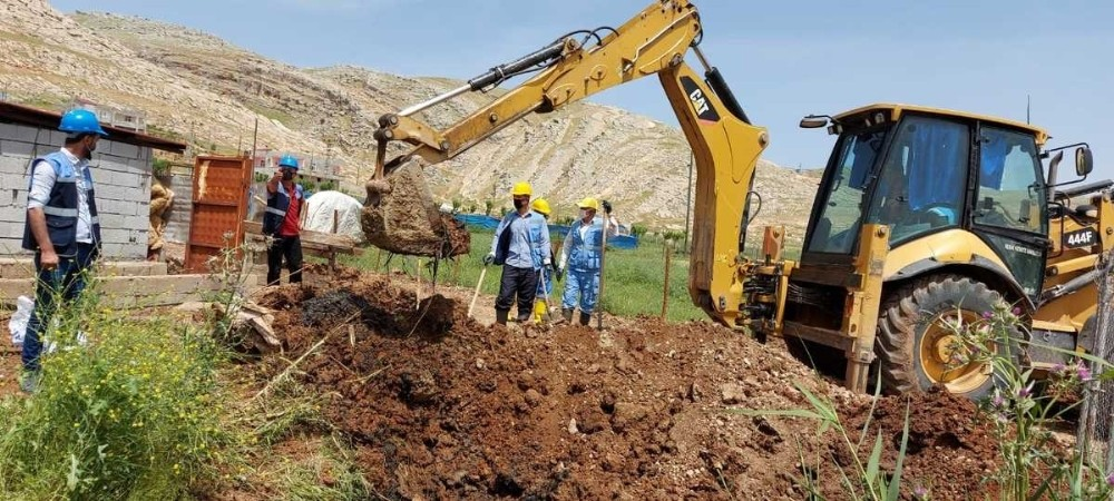Silvan'da açıktan akan atık su kanalları kapatıldı