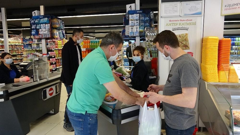Bayram öncesi marketlerde son alışverişler yapıldı