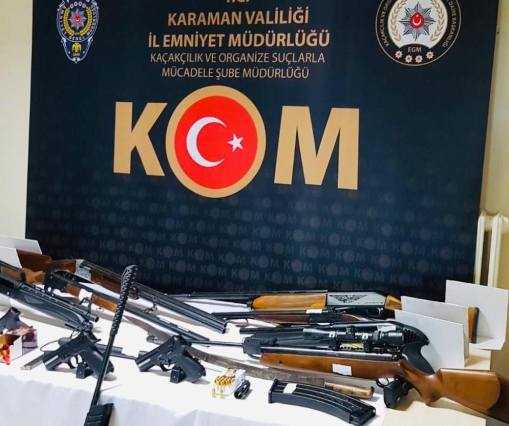 Karaman'da silah ticaretinden gözaltına alınan 4 kişi adliyeye sevk edildi
