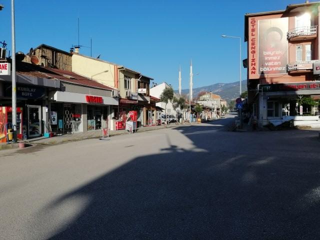 Kargı'da cadde ve sokaklar bomboş kaldı